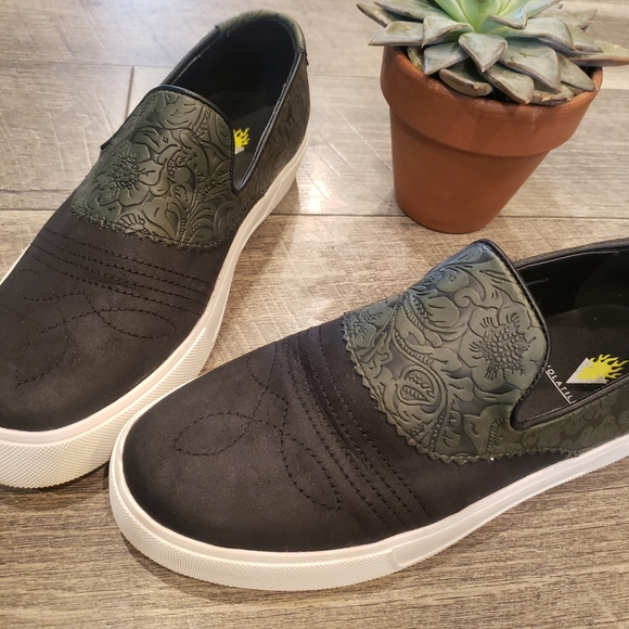 Volatile Black and Green Loafer Sneakers 8